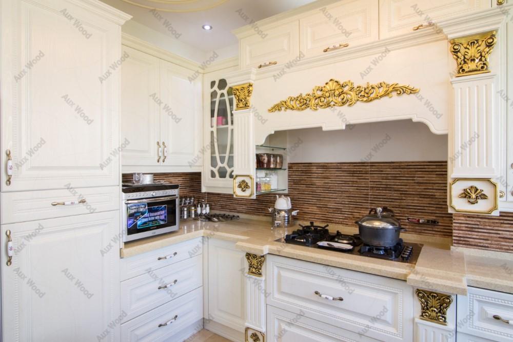 طراحی کابینت ممبران برای آشپزخانه های کوچک سفید طلایی