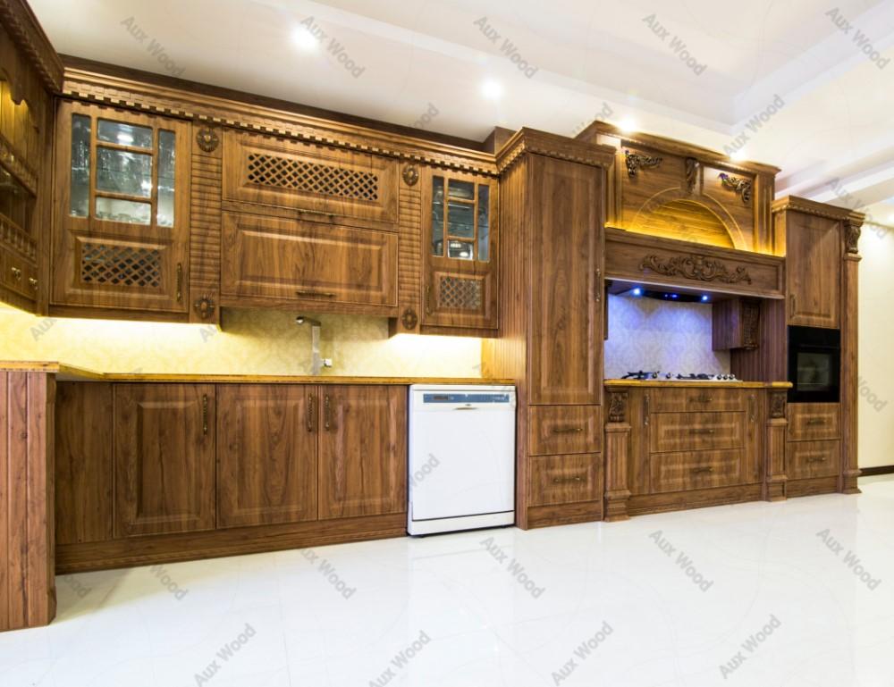 کابینت آشپزخانه کلاسیک با طراحی ایرانی و منبت کاری در ستون ها