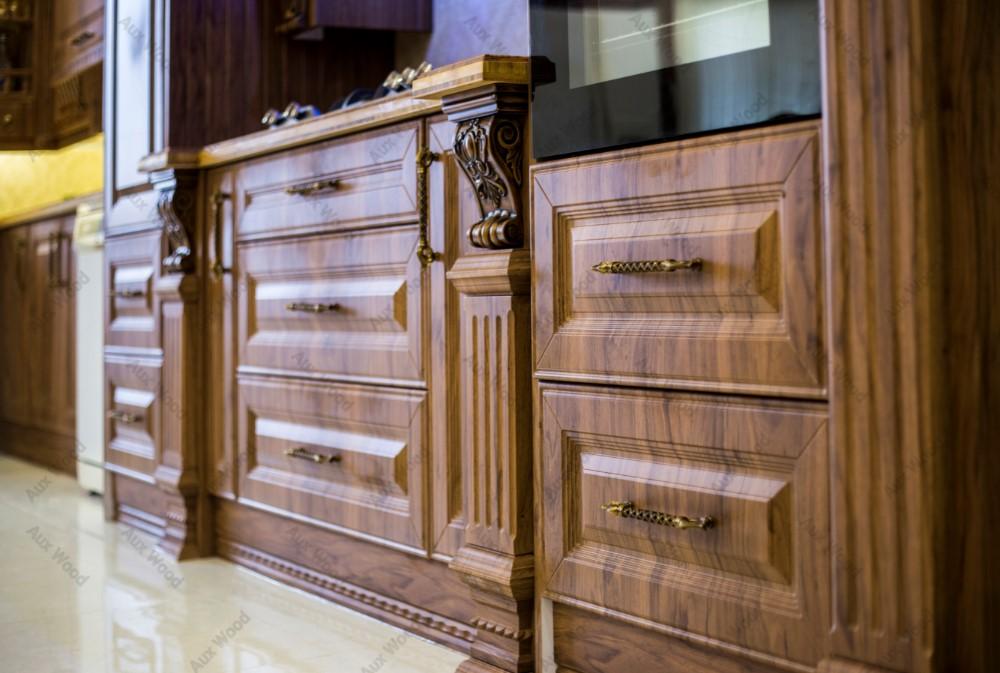 طراحی آشپزخانه تمام چوب کلاسیک برای تمام فضا ها