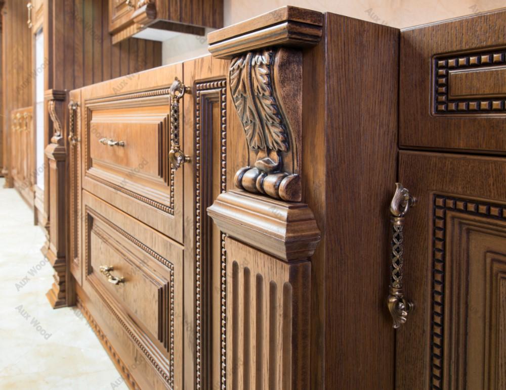 کابینت کلاسیک تمام چوب رنگ روشن با سر ستون منبت کاری شده