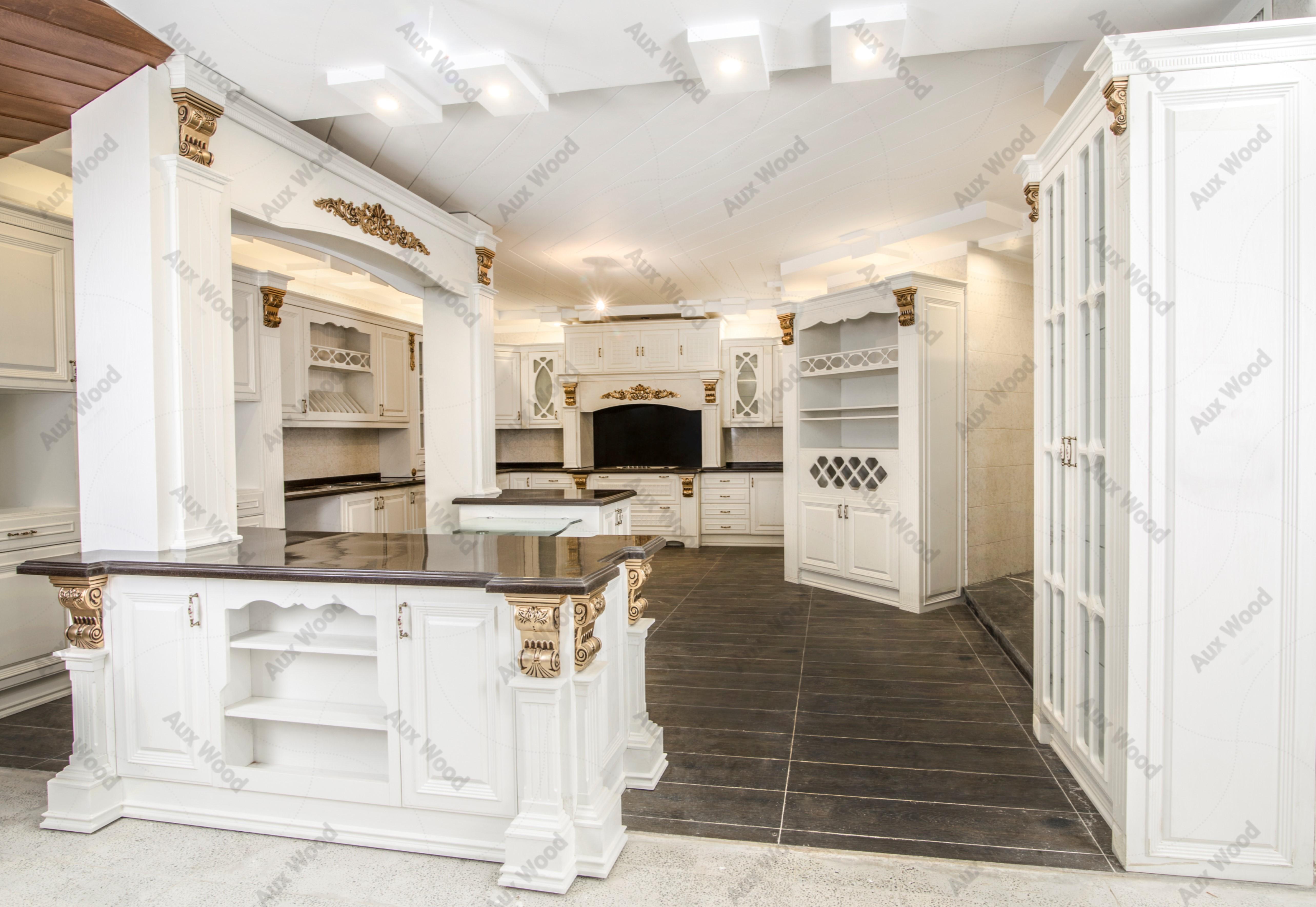 جزیره کاربردی و بزرگ در آشپزخانه با طراحی کابینت ممبران