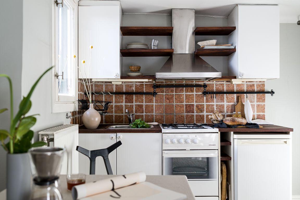 طراحی آشپزخانه کوچک به سبک اروپایی با کاشی های اجرنما
