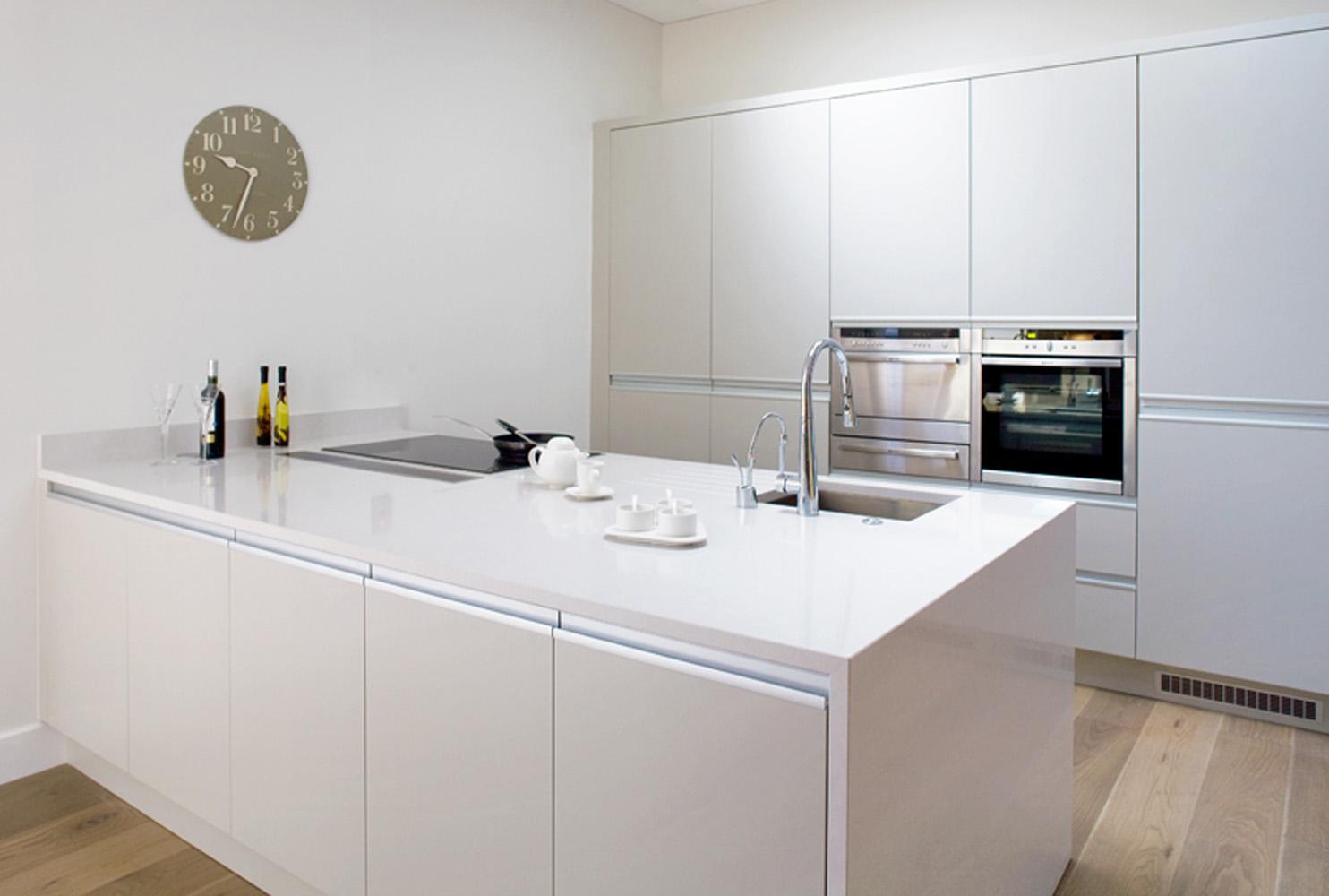 طرح مینیمال در طراحی کابینت آشپزخانه کوچک