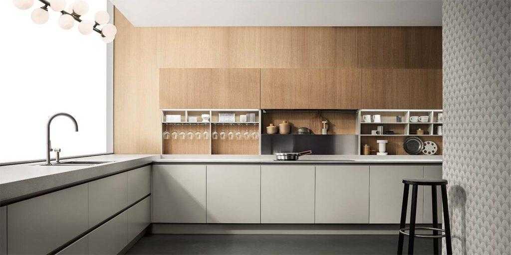 کابینت آشپزخانه مدرن با طرح چوب در کنار رنگ طوسی