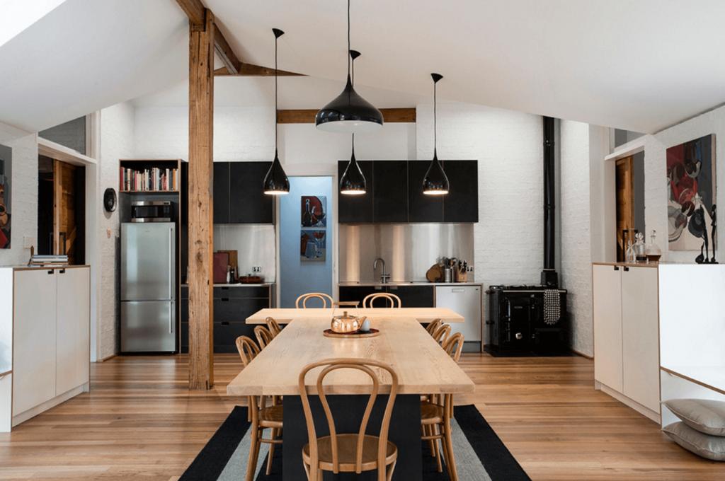 آشپزخانه مدرن با کابینت سفید مشکی و نورپردازی مدرن