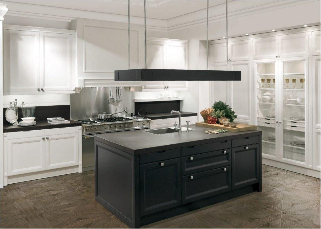 اشپزخانه کلاسیک با ترکیب رنگی سفید و مشکی