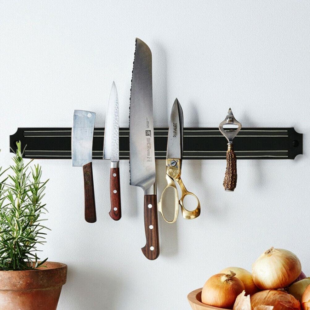 سازماندهی آشپزخانه های کوچک با گذاشتن وسایل در دیوار بین کابینت ها