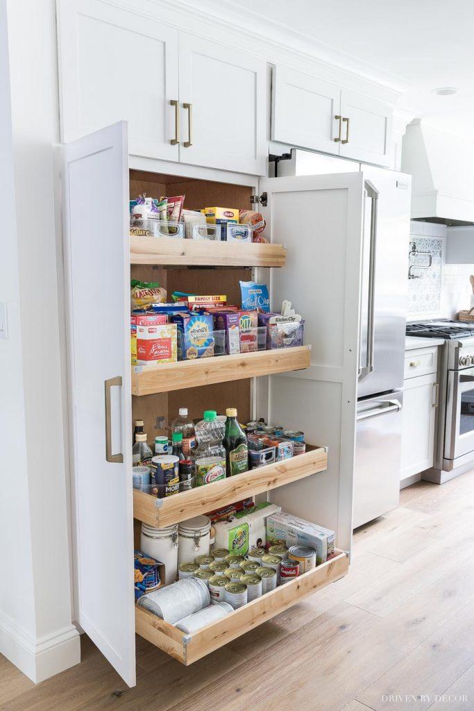 سازماندهی آشپزخانه های کوچک با کابینت ها ی عمودی