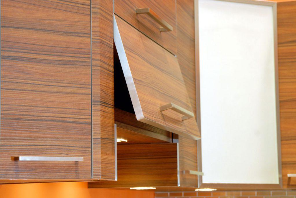 روکش HPL به عنوان پرکاربرد ترین صفحه ی روی کابینتی استفاده می شود
