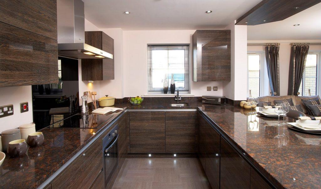 کابینت آشپزخانه U شکل هایگلاس طرح چوب