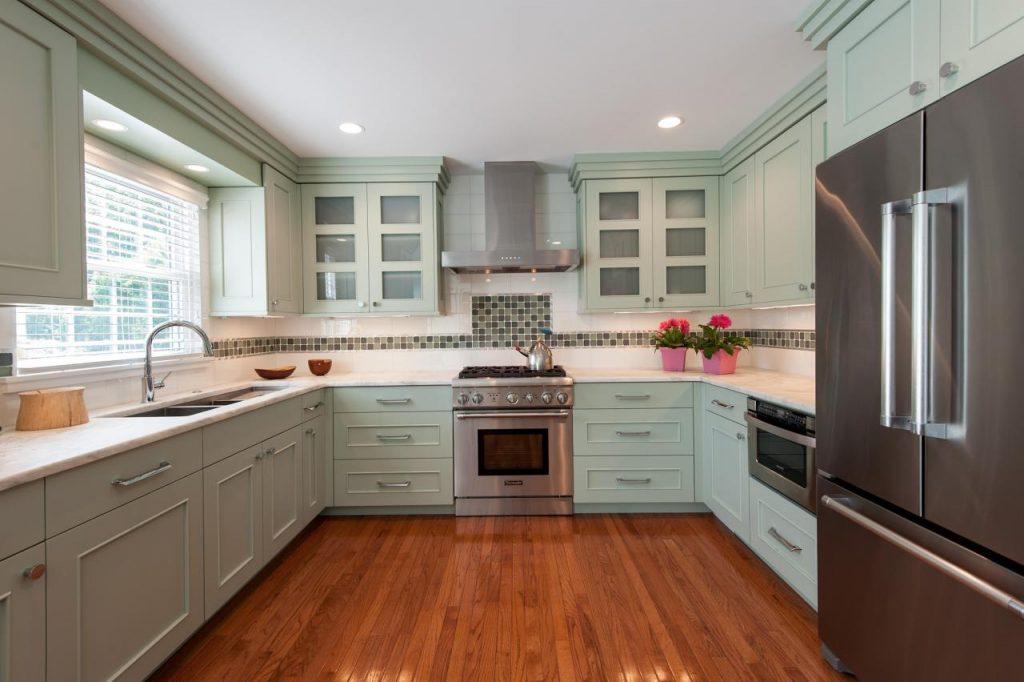 کابینت آشپزخانه U شکل با رنگ روشن مدل 2019