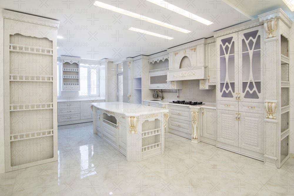 آشپزخانه جزیره سفید رنگ