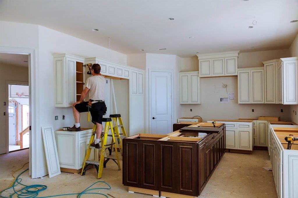 مراحل نصب کابینت در آشپزخانه بزرگ www.rolplak.com