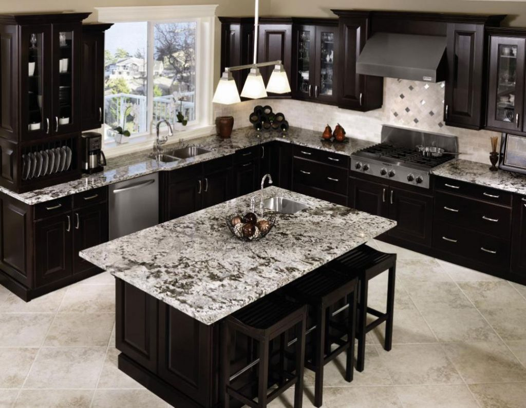 کابینت آشپزخانه مشکی با پیشخوان مرمر