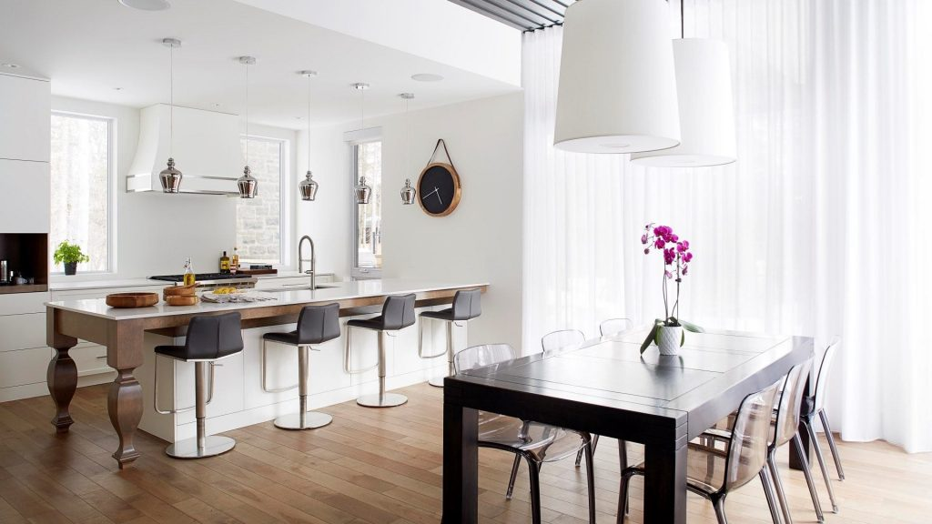 آشپزخانه مدرن سنتی با نور منزل