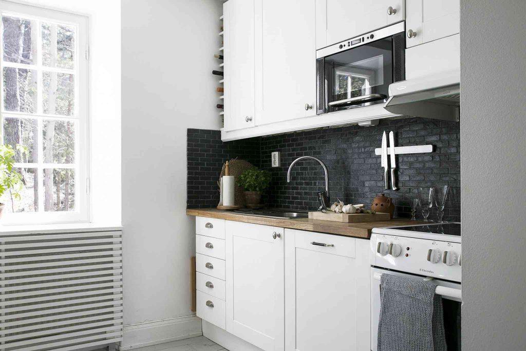 استفاده از رنگهای خنثی برای دیوارها و دکوراسیون آشپزخانه