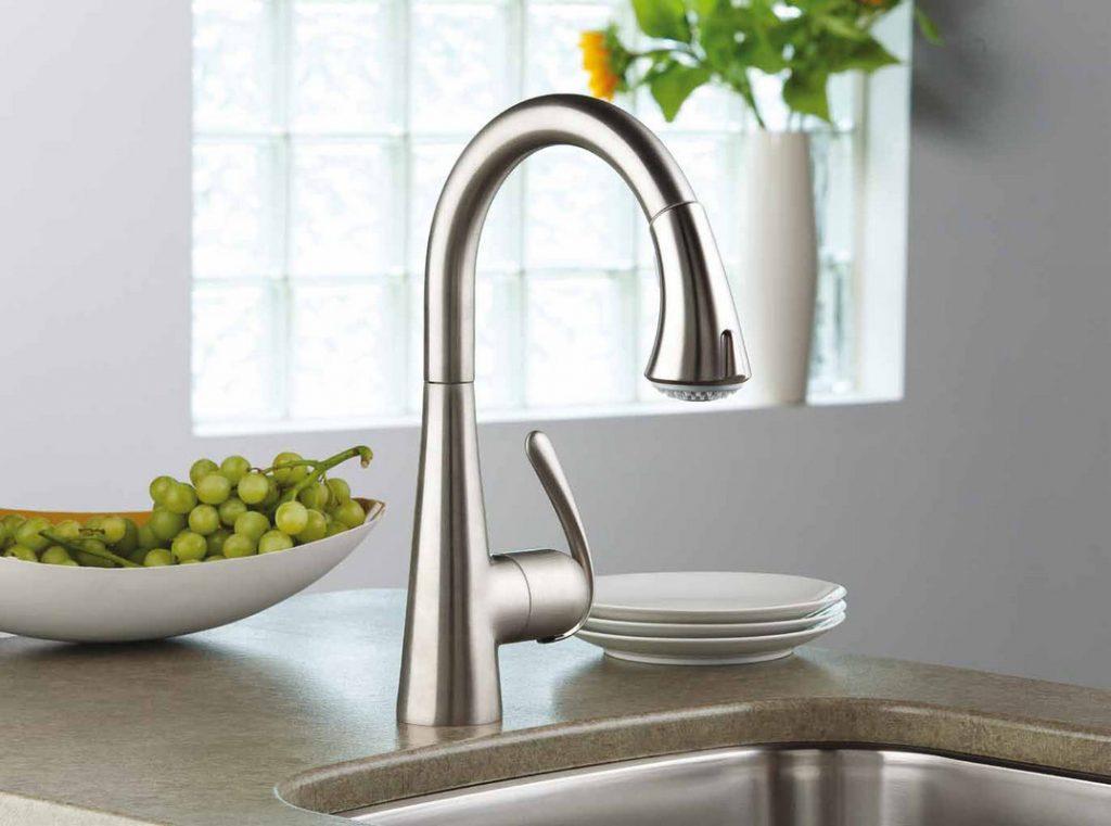 از شیرآلات زیبا در طراحی آشپزخانه کمک بگیرید.