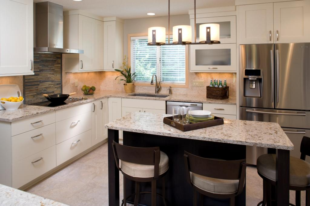 کابینت آشپزخانه مدرن با رنگ روشن
