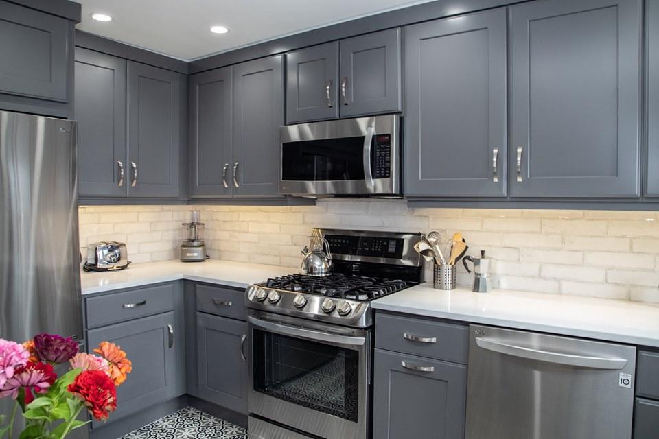 طوسی انتخاب رنگ کابینت برای آشپزخانه کوچک