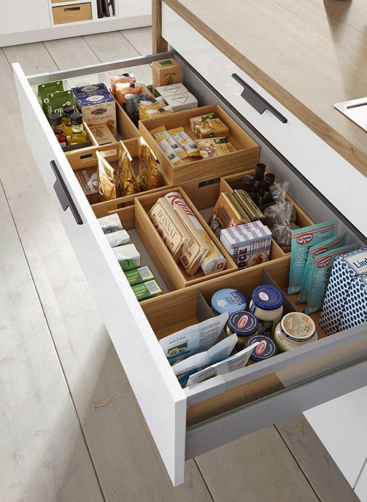 استفاده از تقسیم کشو برای چیدمان کابینت آشپزخانه