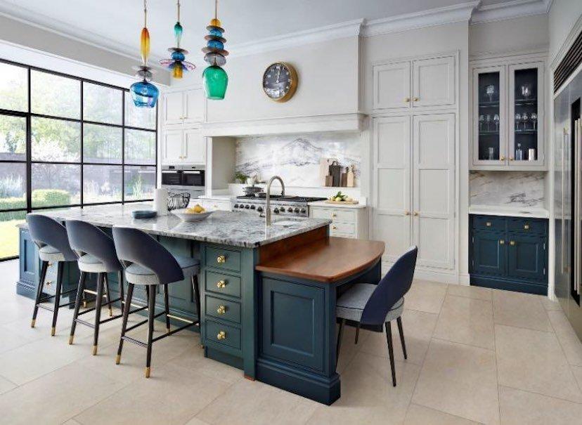 برای انتخاب کابینت جدید منزل خود، باید از کیفیت و زیباییِ طراحی درهای کابینت مطمئن شوید