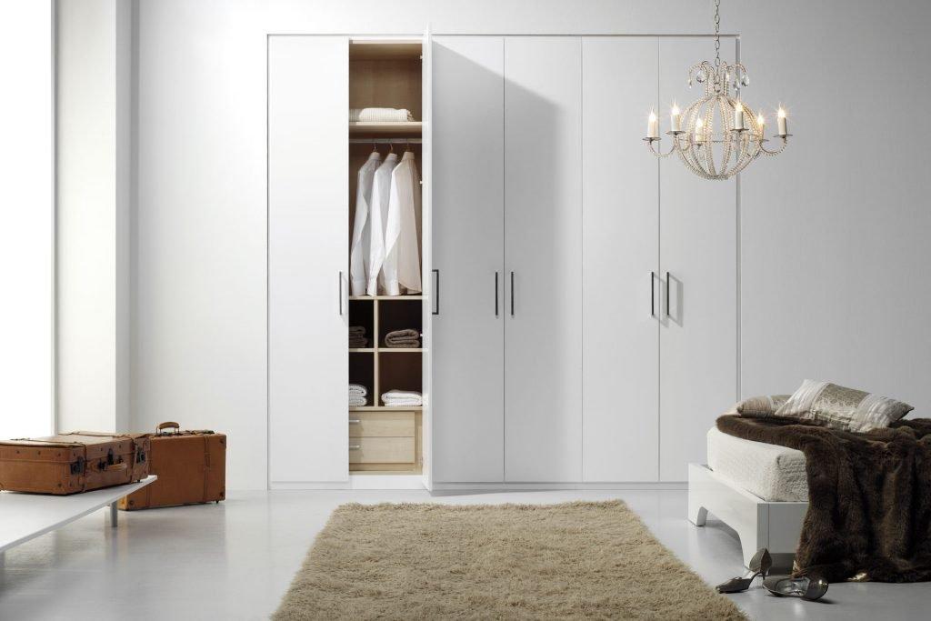 کمد دیواری یکی از ملزومات یک اتاق خواب استاندارد است