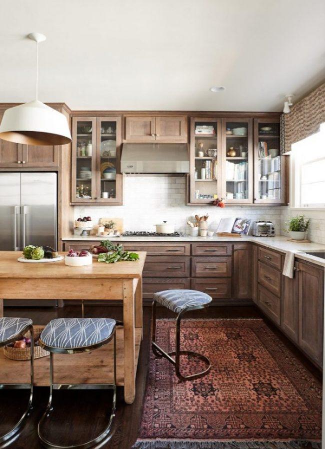 کابینت آشپزخانه چوب با درهای شیشهای