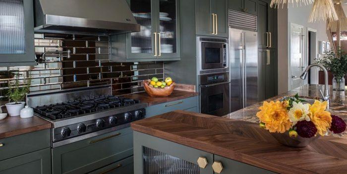 کابینت آشپزخانه مدرن سبز تیره با روکش چوب 2021